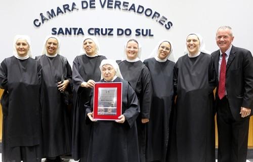 Madre Paula recebe título de Cidadã de Santa Cruz do Sul