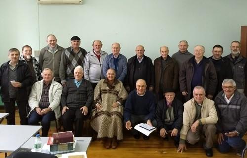 Padres da Diocese participam de retiro no CECREI