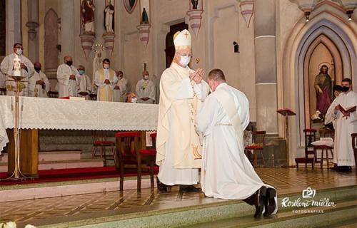 Giovane Gonçalves é padre