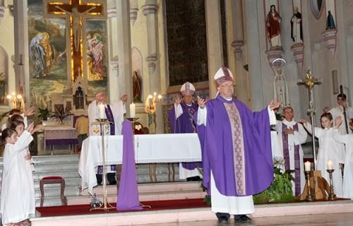 Emocionante despedida de Dom Canísio na Catedral São João Batista
