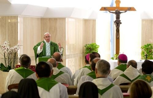 Papa: o centro da lei é o amor, o amor a Deus e ao próximo
