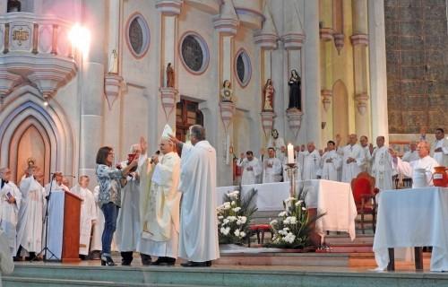 Padres renovam promessas na Missa do Crisma