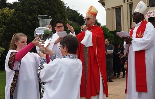 Romeiros renovam Batismo