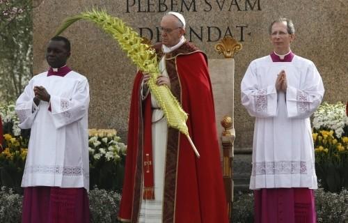 Papa: seguir o exemplo dos mártires porque a fé não é  poder