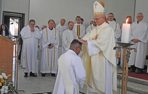 Padre Maurizan é ordenado em Candelária