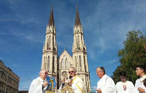 Deus criou o  Mundo e João XXIII criou a Diocese