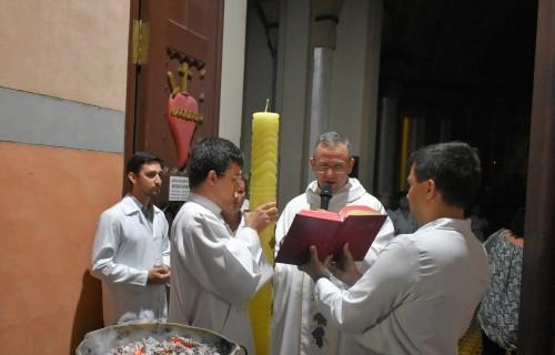 Bênção do Círio abre a Missa da Vigília Pascal